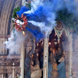 """Orvieto: la discesa della """"Palombella"""" a Pentecoste."""