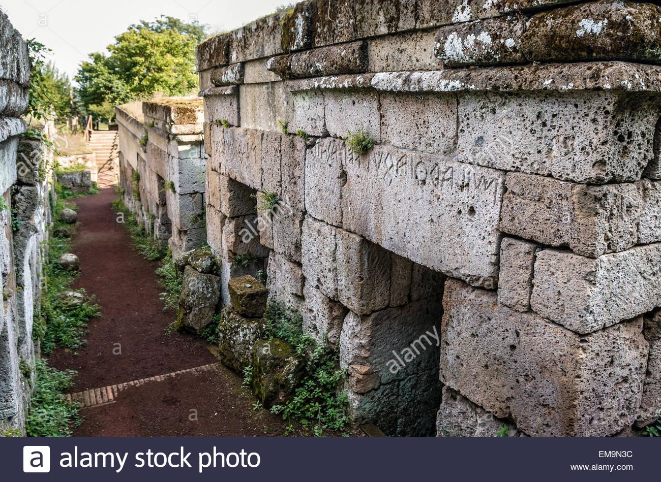 la-necropoli-etrusca-di-crocifisso-del-tufo-a-orvieto-umbria-italia-em9n3c